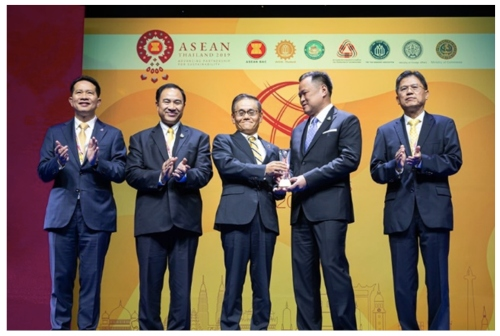 "DENSO Recognized with ""Friend of ASEAN Award"" at the ASEAN Business Awards"